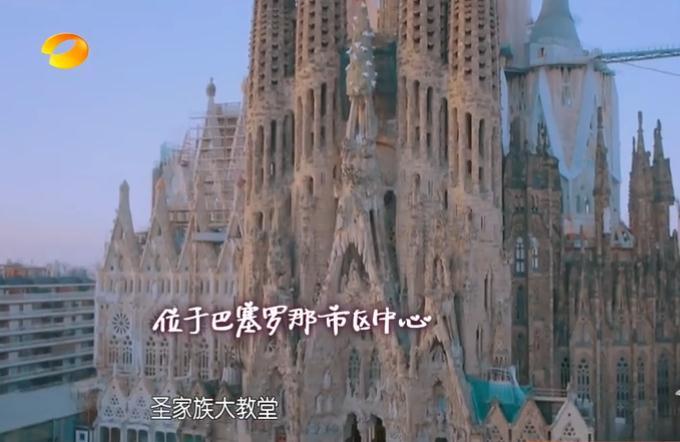 并将教堂原有的方塔改为圆塔而且